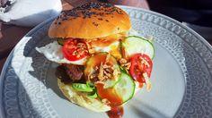 Perfekte Burger Buns selber machen - Natürlich Lecker Hamburger, Chicken, Ethnic Recipes, Food, Cake Cookies, Play Dough, Oven, Diy, Food Food