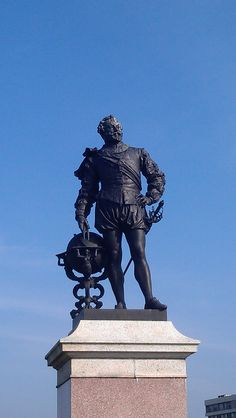 Sir Francis Drake on Plymouth Hoe