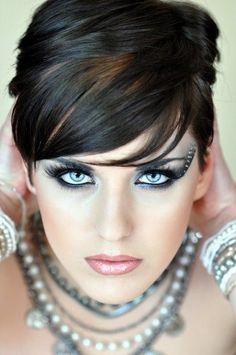 aurora-nordstern:  #women #faces #makeup   Female Side