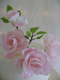 Sugar Roses by EB Cakes, via Flickr