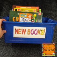 Upper elementary classroom tips and ideas with a focus on classroom management, student engagement, & cooperative learning. Classroom Organisation, Paper Organization, Classroom Setup, Classroom Management, Classroom Libraries, Classroom Supplies, Teacher Organization, Teaching Reading, Teaching Ideas