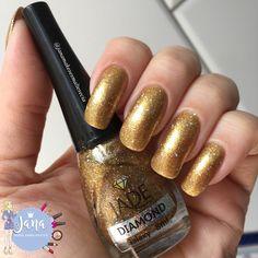 Olá lindonas, tudo bem???     Hoje tem uma combinação super luxuosa com dois esmaltes dourados lindos da marca Jade. São eles o perolado ...