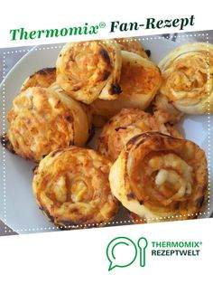 Pizza slices with puff pastry fast from A Thermomix recipe from the baking category at www.de the Thermomix Community. The post Pizza slices with puff pastry fast appeared first on Tasty Recipes. Healthy Eating Tips, Healthy Snacks, Vegetable Pizza Recipes, Pizza Logo, Puff Pastry Recipes, Pesto Recipe, Finger Foods, Snack Recipes, Brunch
