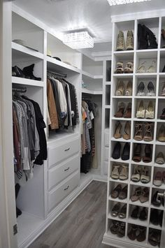 You can have a small walk in closet to store multiple accessories, ranging from shoes, baby clothes, cosmetics, to hats. #smallwalkinclosets #smallwalkinclosetsinspirations #smallwalkinclosetsideas #cheapsmallwalkinclosets