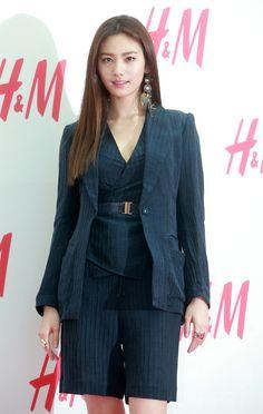 韓国・ソウルのソウルタイムズスクエアで行われた、ファッションブランド「H&M」のストアオープン記念イベントに臨む、ガールズグループ「アフタースクール(AFTERSCHOOL)」のナナ(2015年3月13日撮影)。(c)STARNEWS ▼19Mar2015AFP|「H&M」、ストア新規オープンでイベント開催 ソウル http://www.afpbb.com/articles/-/3043047 #After_School_Nana #애프터스쿨_나나 #After_School_娜娜 #Im_Jin_ah #임진아 #林珍兒 #林珍儿