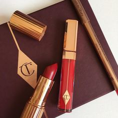 Charlotte Tilbury So Marilyn Red Lipstick Set Lipstick Set, Red Lipsticks, Kiss Makeup, Beauty Makeup, Lip Sync, High End Makeup, Makeup Pouch, Makeup Obsession, Makeup Brands