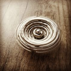 Tutorial on how to make a spinning top from zen magnets, buckyballs, neocube. Transform your magic balls into a spinner. Cool Shapes, Spinning Top, Balls, Cube, Magnets, Dots, Cool Stuff, Check, Crafts