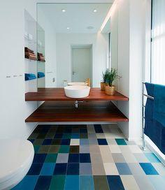 Madeira no banheiro: dicas de como escolher e inspirações para seu projeto