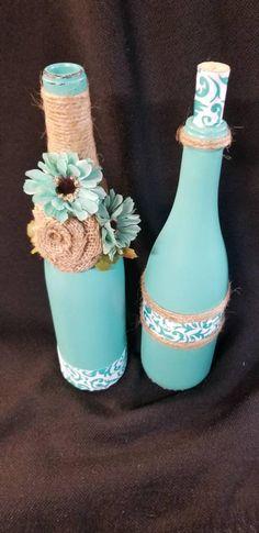 Liquor Bottle Crafts, Wine Bottle Vases, Painted Wine Bottles, Bottle Art, Decorated Bottles, Pop Bottles, Plastic Bottles, Glass Jars, Wine Glass