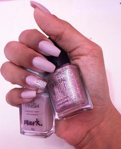 Euzinha estou apaixonada pelas minhas unhas by @moemanails. Ela usou a técnica chamada fibra de pó para as unhas no formato bailarina. Eu que tenho muitas alergias fiquei maravilhada que minha pele se deu super bem com elas. Agora sim to barbiezinha por completo