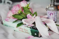 Love the pink bouquet and book http://paperbackcastles.blogspot.dk/
