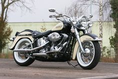 Harley-Davidson Heritage Softail built by Thunderbike Customs Germany #harleydavidsonsoftail