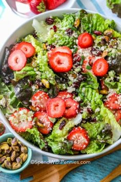 This pistachio strawberry salad is the best summer salad ever. Made with a simple maple vinaigrette, this healthy salad will be the star of your meal! de verano lechuga Pistachio Strawberry Salad {with homemade vinaigrette!} - Spend With Pennies Strawberry Pretzel Salad, Spinach Strawberry Salad, Spinach Salad, Strawberry Lemonade, Best Summer Salads, Summer Dishes, Side Salad Recipes, Summer Salad Recipes, Easy Salads