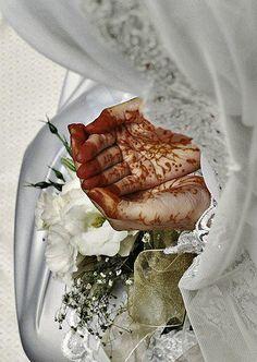 I'l b ur habibti b my habibi u'll b my best friend that i share all my secrets with Hijabi Wedding, Muslim Wedding Dresses, Muslim Brides, Wedding Girl, Muslim Couples, Our Wedding, Dream Wedding, Mehendi, Hijab Bride