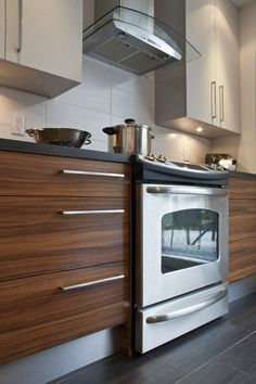 Cuisines urbaines - Signature Cuisines AC Kitchen Tiles, Kitchen Dining, Kitchen Decor, Kitchen Cabinets, Kitchen Colour Combination, Kitchenette, Modern Kitchen Design, Home Interior Design, Home Kitchens