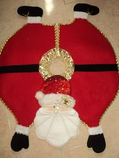 pie de arbol navideños Christmas Sewing, Felt Christmas, Simple Christmas, Christmas Holidays, Christmas Wreaths, Christmas Ornaments, Dress Form Christmas Tree, Xmas Tree Skirts, Felt Crafts