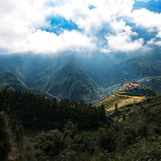 Shared by stevenw #landscape #contratahotel (o) http://ift.tt/1XbKHzW peeking through the rainy clouds. This is after a torrential rain pour for over a day. We were lucky enough to get some sun to see the beautiful scenery of Sapa. #travel  #adventure #grateful #sun #clouds #goodvibes #vietnam #house #daylight #mountain #ricefields #awesome_earthpix