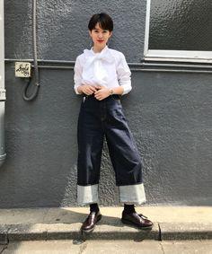 本日はName.のデニムを活かす為、シンプルに白シャツで着こなしました。 アスコットタイシャツにしたところが本日の遊び心です。
