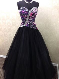 Muddy Girl Camo Gown with Black Tulle Skirt Size 4 I would just want the top normal realtree Camo Wedding Dresses, Grad Dresses, Prom Dresses Online, Homecoming Dresses, Bridesmaid Dresses, Dress Prom, Formal Dresses, Pretty Dresses, Beautiful Dresses