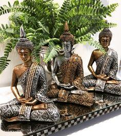 Pintura yeso Ethnic Home Decor, Asian Home Decor, Buda Zen, African Figurines, Buddha Home Decor, Living Room Partition Design, Japan Garden, Buddha Painting, Pooja Rooms