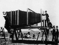25Fotos fuera delocomún que tedejarán sorprendido Claude Monet, Big Camera, World's Biggest, First World, Worlds Largest, Vintage Photos, The Past, Photography, Illinois