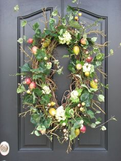 A lovely wreath.. I think I'd like to try this one with a summer theme.