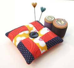 have made a few of these pincushions, a very easy tutorial to follow.