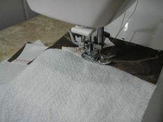 Quer Aprender uma Técnica Incrível, que você não Sabia, para Costurar Panos de Prato com Viés Reaproveitando Retalhos ? Diy And Crafts, Sewing Projects, Quilts, Videos, Baby, Kitchen Towels, Embroidered Towels, Bath Linens, Dish Towels