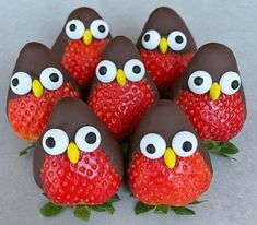 Strawberry Penguins with Chocolate Covering Country & Victorian Times … – kids baking ideas Holiday Treats, Christmas Treats, Holiday Recipes, Christmas Party Food, Christmas Chocolate, Fall Recipes, Food Art For Kids, Party Food Kids, Kids Food Crafts
