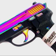 WANT!!! Sig Sauer .40 S =) My Near Future Gun!!! Can't wait =)