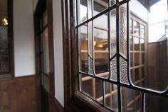 明治~大正~昭和初期、古きよき時代と現代のデザインを融合した新しい京町家の形「大正ロマン」 Japanese Interior, Modern Interior, Home Interior Design, Interior And Exterior, House Windows, Windows And Doors, Japanese Architecture, Interior Architecture, Feng Shui