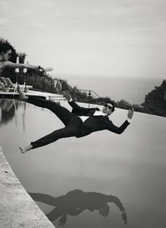 Photo by Peter Lindbergh taken seconds before Alain Delon entered the pool. Peter Lindbergh, Alain Delon, Poses, Jean Paul Goude, Art Photography, Fashion Photography, Motion Photography, Lifestyle Photography, Wedding Photography