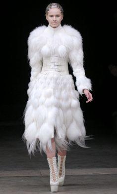 Fashion art clothes alexander mcqueen for 2019 White Fashion, Unique Fashion, Fashion Art, Girl Fashion, Alexander Mcqueen, Fashion Designer, Dior, Looks Cool, Couture Fashion