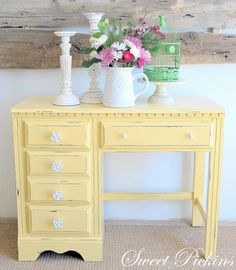 Shabby Chic Furniture - inspiration for the desk I was just gifted for the Pilates welcome area. Furniture Projects, Furniture Makeover, Home Projects, Diy Furniture, Desk Makeover, Furniture Vanity, Antique Furniture, Deco Design, Repurposed Furniture