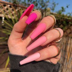 In search for some nail designs and ideas for your nails? Here is our list of must-try coffin acrylic nails for fashionable women. Summer Acrylic Nails, Best Acrylic Nails, Summer Nails, Aycrlic Nails, Neon Nails, Kylie Nails, Glitter Nails, Coffin Nails Designs Kylie Jenner, Glitter Art