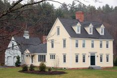 Exterior colonial house design porch custom deerfield colonial classic colonial homes the colonial colonial exterior trim and siding the Colonial Exterior, Exterior Trim, Exterior Design, Colonial House Plans, Exterior Homes, Cottage Exterior, Saltbox Houses, Old Houses, Abandoned Houses