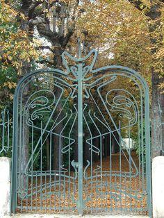 metal garden gate by Hector Guimard. Metal Garden Gates, Metal Gates, Wrought Iron Gates, Beautiful Architecture, Architecture Details, Art Nouveau Arquitectura, Hector Guimard, Metro Paris, Old Gates