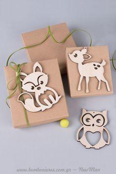 Μια μίνιμαλ, eco friendly μπομπονιέρα σε χάρτινο κουτί, που θα κλέψει τις εντυπώσεις. Christening, Place Cards, Gift Wrapping, Place Card Holders, Gifts, Gift Wrapping Paper, Presents, Wrapping Gifts, Favors