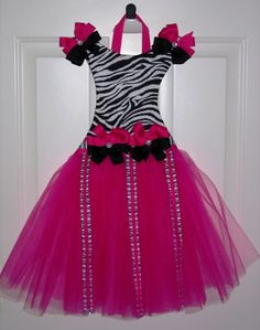 when we redo Kenzie's room i really want to do pink and black!  love this for her hairbows!