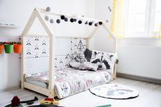 Häuschen bett ist ein fantastisches Bett zum Schlafen und Spielen. Dieses entzückende Hausbett wird Ihr Kinderzimmer zu einem besonderen Ort machen. Dieses einzigartige Bett ist eine gute Idee für ein Geschenk oder einfach nur um das Bett zu einem Lieblingsplatz für Ihr Kind zu machen, wo er schlafen kann, Bücher lesen, spielen, Zeit mit Spielen verbringen und einfach nur lügen und Cartoons gucken. Es sieht aus wie ein kleines Haus. Besuchen Sie www.adekostolnia.pl für weitere tolle Ideen