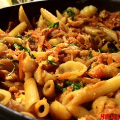Vegetarisk pasta i mustig tomatsås med ruccola och fetaost #mittkok