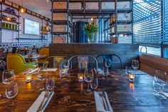 Melange restaurant is a project designed by In Arch in covers an area of 140 sqm and is located in London, UK Visual Merchandising, Uk Retail, Accent Colors, Color Accents, Design Furniture, Restaurant Design, Wood And Metal, Natural Wood, Arch