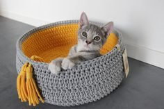 Crochet Cat House and Nest Bed Patterns For 2020 Diy Crochet Cat Bed, Gato Crochet, Crochet Home, Cat Basket, Cat Hammock, Knitted Cat, Crochet Decoration, Pet Furniture, Cat Crafts