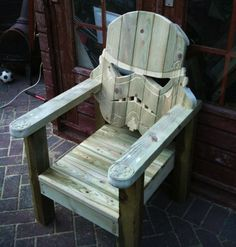 Plain patio chairs are now a thing of the past. These people created a series of Star Wars-inspired deck chairs that look like Stormtrooper, Darth Vader, and Boba Fett for their house. Wooden Lawn Chairs, Deck Chairs, Adirondack Chairs, Stormtroopers, Star Wars Furniture, Lawn Furniture, Chewbacca, Hobbit, Wood Projects