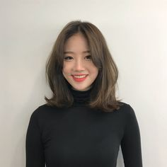 35 Amazing Shoulder Length Hair You Can Try Stunni+ Korean Medium Hair, Medium Hair Cuts, Medium Hair Styles, Curly Hair Styles, Korean Hairstyle Medium Round Faces, Korean Hairstyles Women, Asian Hair Medium Length, Korean Short Hairstyle, Short Hair Korean Style
