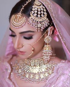 Bridal Makeup looks which rocked the 2018 Indian Wedding Season – Bridal Makeup – Bridal Eye Makeup Pakistani Bridal Makeup, Indian Wedding Makeup, Best Bridal Makeup, Wedding Jewelry For Bride, Bridal Makeup Looks, Bridal Jewelry Sets, Bridal Necklace, Bridal Looks, Bridal Accessories