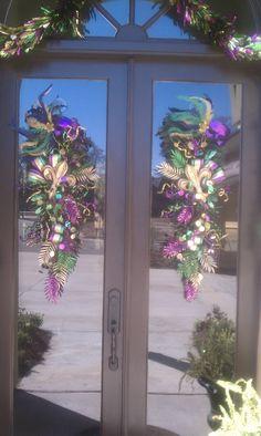 Last years Mardi Gras decor - need to do this!! How fun!