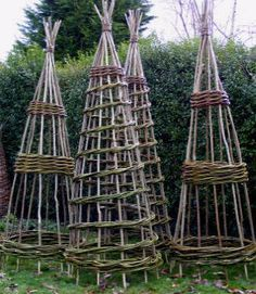 Natural, beautiful trellis aids, e. perfect for white flowering clematis - Garden trellis ideas - Garten Potager Garden, Garden Trellis, Terrace Garden, Obelisk Trellis, Clematis Trellis, Veg Garden, Easy Garden, Willow Weaving, Plant Supports