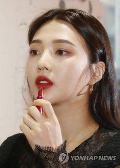 Joy-Redvelvet 190910 at Espoir Gangnam Showroom Kpop Girl Groups, Kpop Girls, Red Velvet Photoshoot, Red Valvet, Singer Fashion, Red Velvet Joy, Park Sooyoung, Colour Pallete, Seulgi