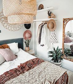 Cheap Closet: Meet 10 Tips and 60 Creative Ideas to Decorate - Home Fashion Trend Warm Bedroom, Small Room Bedroom, Bedroom Decor, Bedroom Ideas, Bohemian Interior, Interior Styling, Bohemian Bedrooms, Ikea Hacks, Playa Del Carmen